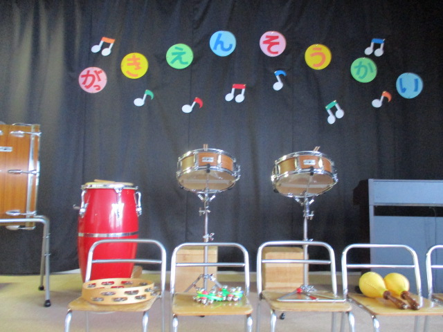 『楽器演奏会』『創作品展示会』を行いました。